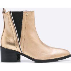 Tommy Hilfiger - Botki. Szare buty zimowe damskie marki TOMMY HILFIGER, m, z nadrukiem, z bawełny, casualowe, z okrągłym kołnierzem. W wyprzedaży za 499,90 zł.