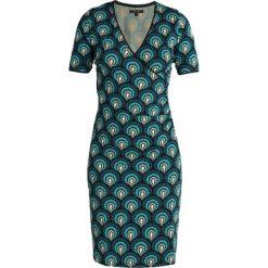 King Louie PEACOCK CROSS DRESS Sukienka z dżerseju lapis blue. Niebieskie sukienki z falbanami King Louie, s, z dżerseju. Za 399,00 zł.