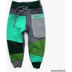 Patch Pants- ECO dres 104 - 152 cm mięta. Szare spodnie dresowe dziewczęce Pakamera, z dresówki. Za 109,00 zł.