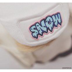 Czapka Beanie White Snow. Białe czapki zimowe damskie Pakamera, na zimę, z aplikacjami. Za 89,00 zł.