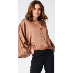 Bluzki damskie: Hannalicious x NA-KD Kopertowa bluzka kimono – Copper