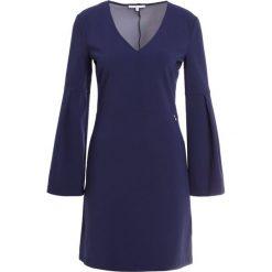 Patrizia Pepe ABITO Sukienka koktajlowa lapis blue. Niebieskie sukienki koktajlowe marki Patrizia Pepe, z elastanu. W wyprzedaży za 379,60 zł.