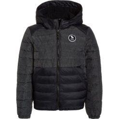 Abercrombie & Fitch PUFFER Kurtka zimowa black. Czarne kurtki chłopięce zimowe Abercrombie & Fitch, z materiału. W wyprzedaży za 231,20 zł.