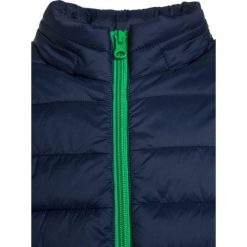 Benetton Kurtka przejściowa green. Zielone kurtki chłopięce przejściowe marki Benetton, z materiału. W wyprzedaży za 152,10 zł.