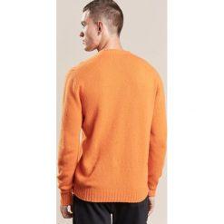 Swetry klasyczne męskie: 120% Cashmere Sweter arancia