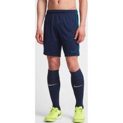 Nike Spodenki męskie M NK SQD Short K granatowy r. S (807670 430). Niebieskie spodenki sportowe męskie marki ARTENGO, l, z elastanu. Za 100,00 zł.
