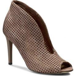 Botki CARINII - B3465M Samuel 1913. Brązowe buty zimowe damskie Carinii, z materiału, na obcasie. W wyprzedaży za 199,00 zł.