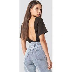 NA-KD Basic T-shirt z odkrytymi plecami - Brown. Różowe t-shirty damskie marki NA-KD Basic, z bawełny. Za 52,95 zł.