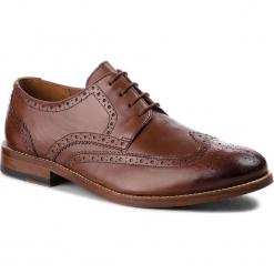 Półbuty CLARKS - James Wing 261348797 British Tan Leather. Brązowe buty wizytowe męskie Clarks, ze skóry. Za 759,00 zł.