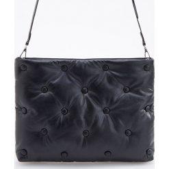 Pikowana torebka - Czarny. Czarne torebki klasyczne damskie marki Reserved, pikowane. Za 99,99 zł.