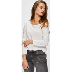 Tommy Jeans - Bluzka. Szare bluzki z odkrytymi ramionami Tommy Jeans, m, z bawełny, casualowe, z okrągłym kołnierzem. Za 159,90 zł.