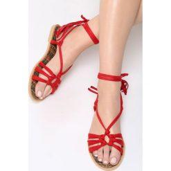 Czerwone Sandały Petite Fleur. Czerwone sandały damskie vices, na płaskiej podeszwie. Za 74,99 zł.