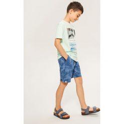 Szorty dresowe - Granatowy. Niebieskie dresy chłopięce marki Reserved, z dresówki. W wyprzedaży za 39,99 zł.