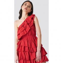 Linn Ahlborg x NA-KD Sukienka z falbankami - Red. Czerwone sukienki mini marki Linn Ahlborg x NA-KD, z falbankami. Za 283,95 zł.