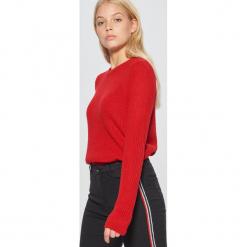 Sweter basic - Czerwony. Czerwone swetry klasyczne damskie marki Cropp, l. Za 49,99 zł.