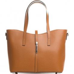 Skórzana torebka w kolorze jasnobrązowym - 40 x 27 x 14 cm. Brązowe torebki klasyczne damskie Mia Tomazzi, z aplikacjami, z materiału, z aplikacjami. W wyprzedaży za 363,95 zł.
