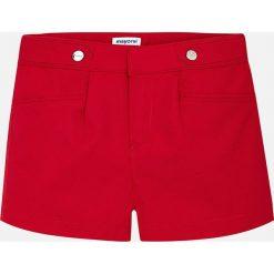 Mayoral - Szorty dziecięce 128-167 cm. Czerwone spodenki dziewczęce Mayoral, z haftami, z bawełny, casualowe. Za 114,90 zł.