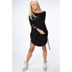 Czarna sukienka z wiązaniami 1403. Czarne sukienki z falbanami Fasardi, l. Za 69,00 zł.