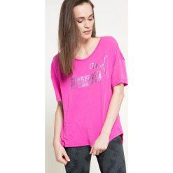 Puma - Top. Różowe topy sportowe damskie Puma, m, z nadrukiem, z bawełny, z okrągłym kołnierzem. W wyprzedaży za 59,90 zł.
