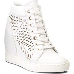 Sneakersy CARINII - B4350 L46-000-000-B88. Białe sneakersy damskie Carinii, ze skóry. W wyprzedaży za 299,00 zł.