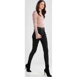 Topshop Tall JAMIE Jeansy Slim Fit coated black. Czarne boyfriendy damskie Topshop Tall. Za 249,00 zł.