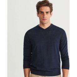 Sweter z wełny merynosa - Granatowy. Brązowe swetry klasyczne męskie marki bonprix, m, melanż, z dzianiny, klasyczne, z klasycznym kołnierzykiem. Za 129,99 zł.