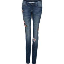 """Dżinsy Skinny z haftem bonprix niebieski """"stone"""". Niebieskie jeansy damskie marki bonprix, z nadrukiem. Za 139,99 zł."""
