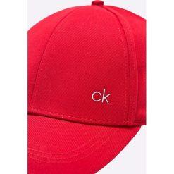 Calvin Klein - Czapka. Czarne czapki z daszkiem męskie marki Calvin Klein, z bawełny. Za 129,90 zł.