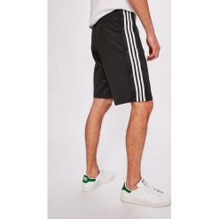 Adidas Originals - Szorty. Szare spodenki sportowe męskie marki adidas Originals, z gumy. W wyprzedaży za 179,90 zł.