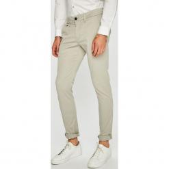 Guess Jeans - Spodnie. Szare rurki męskie marki Guess Jeans, l, z aplikacjami, z bawełny. Za 399,90 zł.