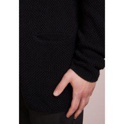 DRYKORN TOMY Kardigan black. Czarne kardigany męskie DRYKORN, m, z bawełny. Za 589,00 zł.