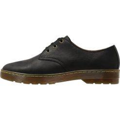 Dr. Martens CORONADO Sznurowane obuwie sportowe black. Czarne buty sportowe męskie Dr. Martens, z materiału, na sznurówki. Za 389,00 zł.