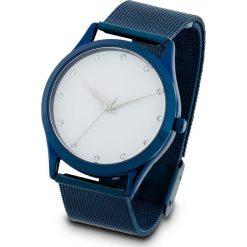 Zegarek na rękę na siatkowym pasku bonprix ciemnoniebiesko-srebrny kolor. Niebieskie zegarki damskie bonprix, srebrne. Za 99,99 zł.