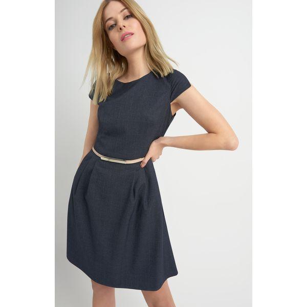 939e865cd9 Rozkloszowana sukienka z paskiem - Niebieskie sukienki damskie Orsay ...