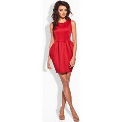Klasyczna sukienka w formie bombki czerwony IVETTE. Czerwone sukienki balowe marki Lemoniade, z klasycznym kołnierzykiem, bombki. Za 89,90 zł.