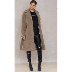 Płaszcze damskie: NA-KD Trend Płaszcz Teddy – Brown