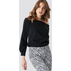 NA-KD Bluza z odkrytymi ramionami - Black. Czarne bluzy rozpinane damskie NA-KD, z materiału. Za 161,95 zł.