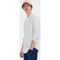 Koszula z długim rękawem i stójką. Czerwone koszule męskie marki Pull&Bear, m. Za 69,90 zł.