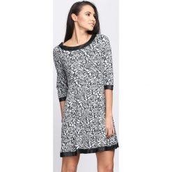 Czarna Sukienka By The Time. Czarne sukienki marki Born2be, l, z dzianiny, oversize. Za 59,99 zł.