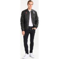 Wrangler STRANGLER Jeans Skinny Fit black stonewash. Szare jeansy męskie relaxed fit marki Wrangler, l, z poliesteru, z kapturem. Za 349,00 zł.