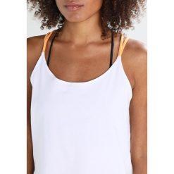 Under Armour STRAPPY Koszulka sportowa white. Białe topy sportowe damskie marki Under Armour, xl, z bawełny. W wyprzedaży za 167,20 zł.