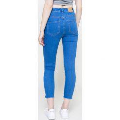 Vero Moda - Jeansy. Niebieskie jeansy damskie rurki marki Vero Moda, z bawełny. W wyprzedaży za 79,90 zł.