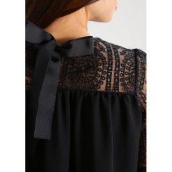 Bluzki asymetryczne: Navy London MADDIE Bluzka black