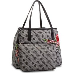 Torebka GUESS - HWSE69 95230 BKF. Szare torebki klasyczne damskie Guess, z aplikacjami, ze skóry ekologicznej, duże. Za 649,00 zł.