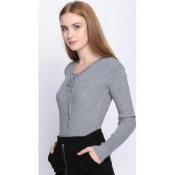 Swetry klasyczne damskie: Szary Sweter Somebody Told Me