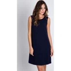 Sukienki balowe: Granatowa sukienka na grubych ramiączkach BIALCON
