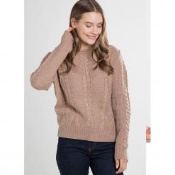 Sweter w kolorze szarobrązowym. Brązowe swetry klasyczne damskie marki William de Faye, z kaszmiru, z okrągłym kołnierzem. W wyprzedaży za 136,95 zł.