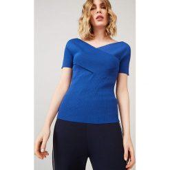 Koszulka w kolorze niebieskim. Niebieskie bluzki z odkrytymi ramionami marki Rodier, s, z kopertowym dekoltem. W wyprzedaży za 214,95 zł.