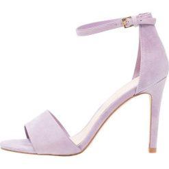 ALDO Wide Fit WIDE FIT FIOLLAW Sandały na obcasie lilac. Szare sandały damskie ALDO Wide Fit, z materiału, na obcasie. Za 359,00 zł.
