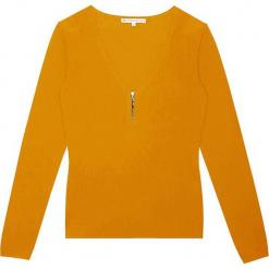 Sweter kaszmirowy w kolorze musztardowym. Żółte swetry klasyczne damskie marki Ateliers de la Maille, z kaszmiru, z okrągłym kołnierzem. W wyprzedaży za 363,95 zł.